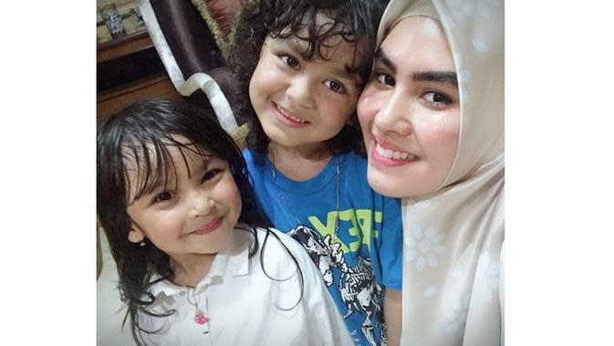 Jarang Terekspos, Ini 6 Potret Arjuna Anak Angkat Kartika Putri (sumber: Instagram.com/kartikaputriworld)