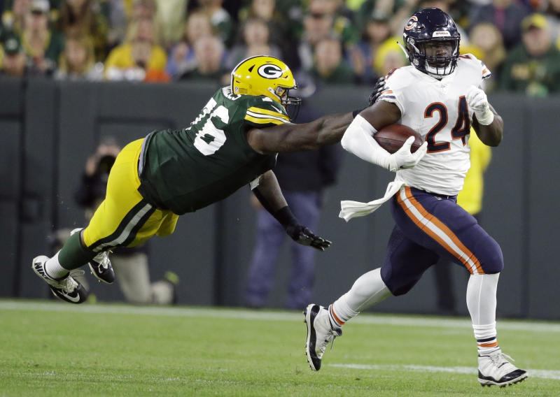 The Green Bay Packers are reportedly releasing veteran Mike Daniels, left. (AP)