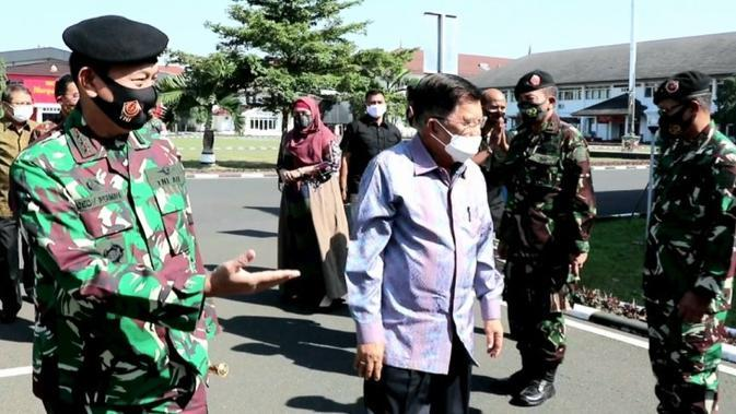 Jusuf Kalla sampaikan seorang pemimpin tidak boleh ragu dalam mengambil keputusan, terlebih lagi dia pemimpin militer di Markas Sesko TNI Bandung, Jawa Barat, Senin (31//8/2020). (Dok Tim Komunikasi Jusuf Kalla/JK)