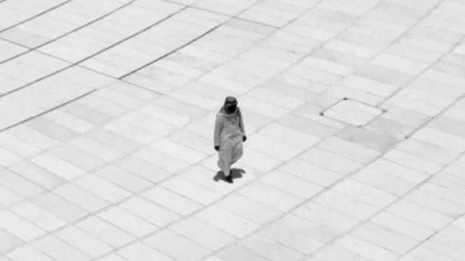 Ajaib, Sejak 20 Tahun Lalu Pria Ini Ditafsir Tawaf Sendirian di Kabah