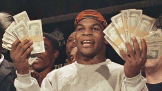 Mike Tyson saat masih menjadi petinju profesional.