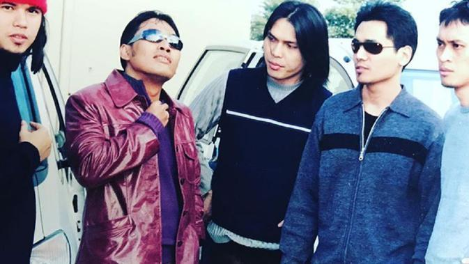 Erwin Prasetya bersama Dewa 19 [Foto: Instagram Dewa19]