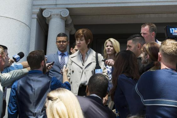 Hannah's mother (played by Kate Walsh) addressing reporters at the trial for her daughter's death (Netflix)