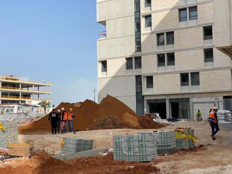 Pekerja Palestina dapatkan tempat tinggal sementara di Israel saat krisis virus corona