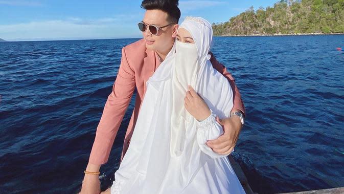 Potret Personel Adam Musik Bersama Istri. (Sumber: Instagram.com/wardahmaulina_)