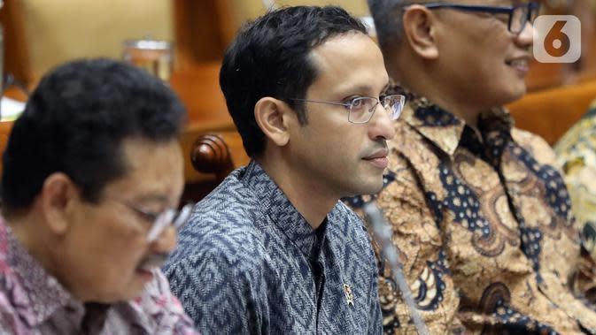 Menteri Pendidikan dan Kebudayaan (Mendikbud), Nadiem Makarim mengikuti rapat kerja dengan Komisi X DPR di Kompleks Parlemen Senayan, Jakarta, Rabu (6/11/2019). Rapat membahas soal perkenalan dan membahas program kerja. (Liputan6.com/Johan Tallo)
