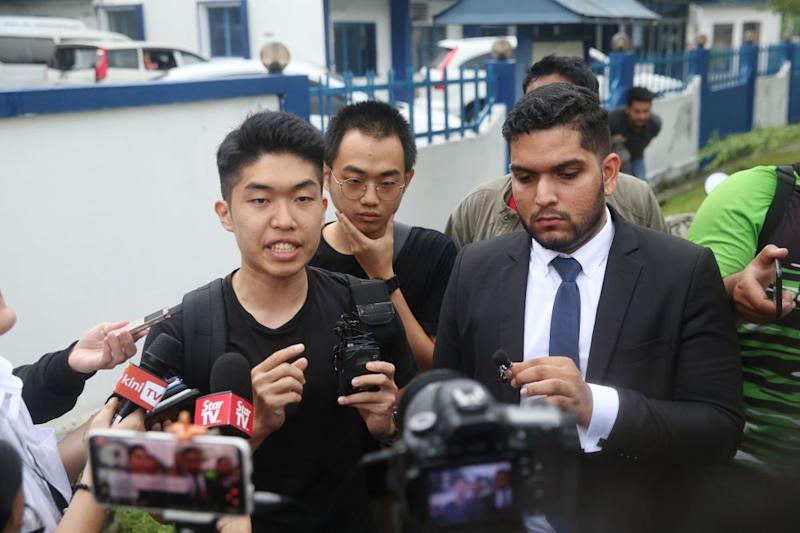 UM graduate Wong Yan Ke speaks to reporters outside the Petaling police station in Kuala Lumpur October 16, 2019.— Picture by Choo Choy May