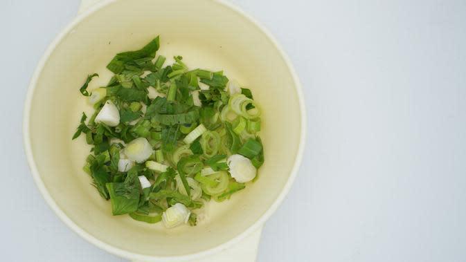 ilustrasi jenis dedaunan yang cocok digunakan untuk olahan masakan/AMA Studio/shutterstock