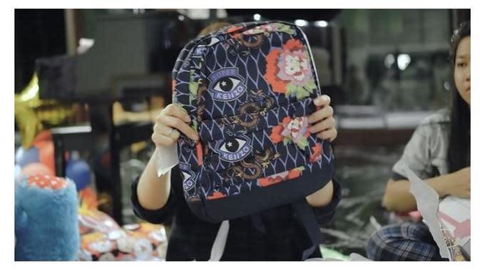 Kado Anak Momo Geisha (Sumber: YouTube/Momo Youtube Channel)