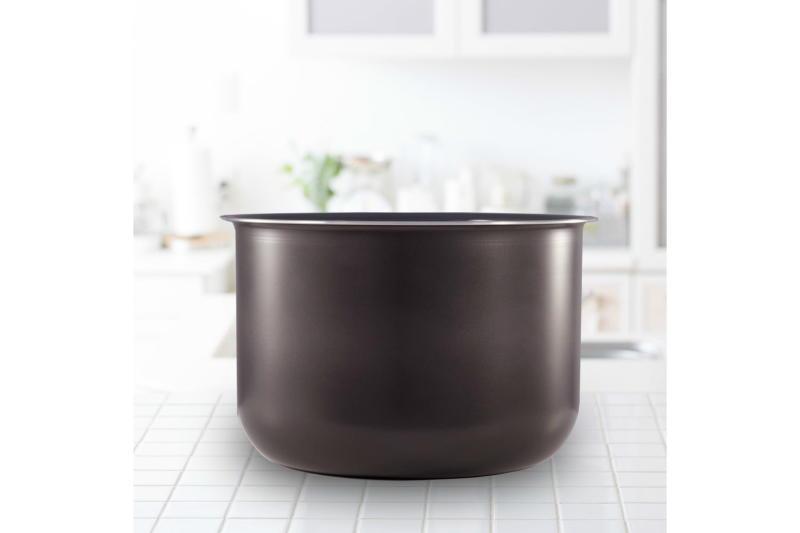ceramic-non-stick-interior-on a counter