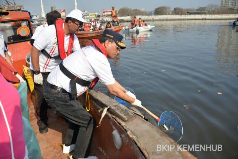 Kemenhub berkomitmen bersihkan sampah di laut