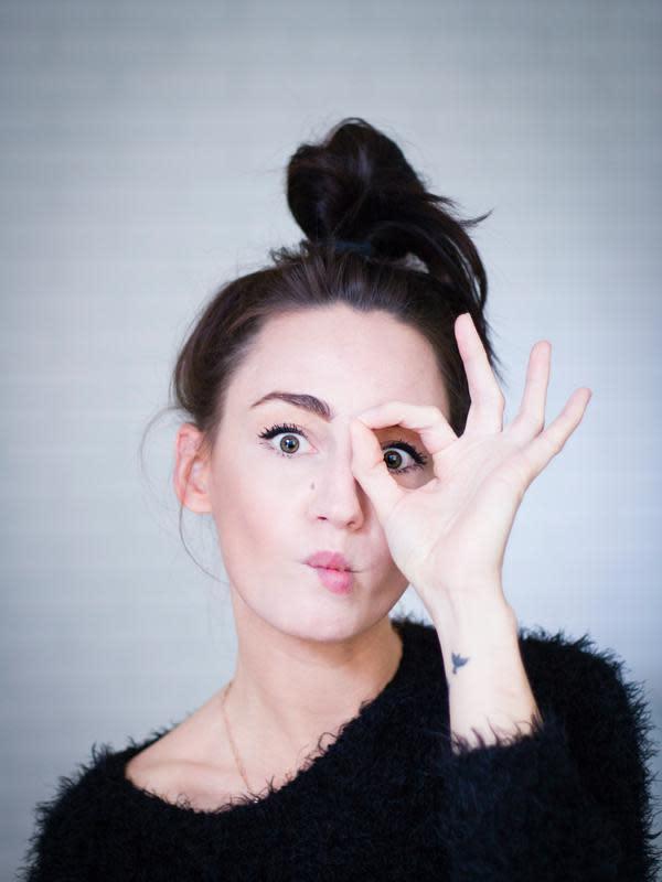 ilustrasi tips alami menghilangkan kantong mata menggunakan susu/Dominika Roseclay/pexels