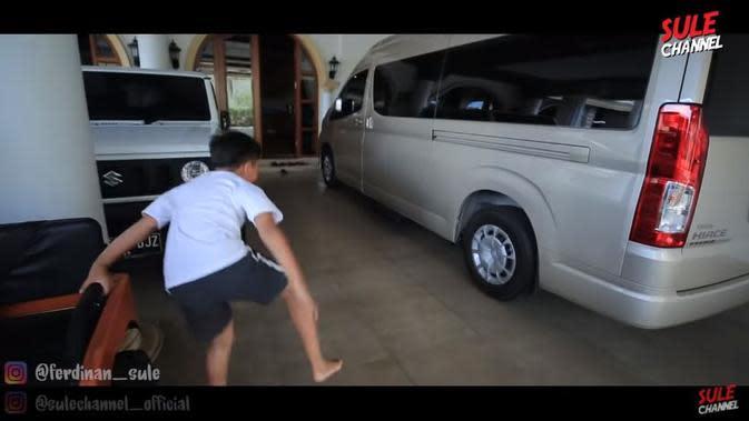 Mobil milik anak bungsu Sule. (YouTube Sule Channel via Brilio)