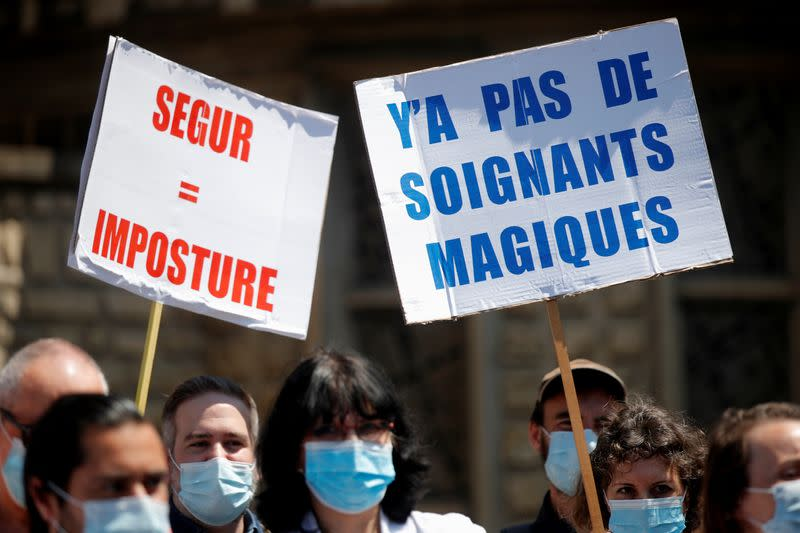 We want money not medals, say protesting French health workers