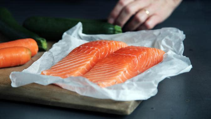 ilustrasi salmon/Photo by Caroline Attwood on Unsplash