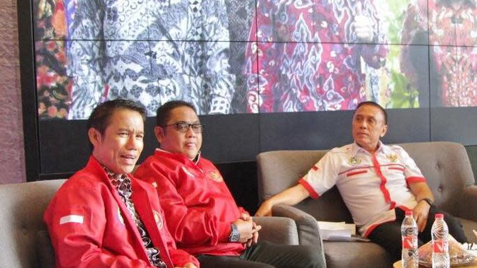 Anggota Exco serta Plt Sekjen PSSI, Yunus Nusi (kiri). (Istimewa)