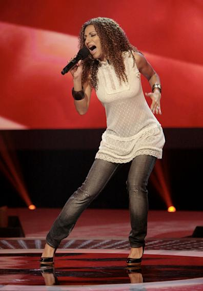Sabrina Sloan performs in front of the judges on 6th season of American Idol.