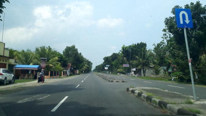 Jalur Lintas Selatan-Selatan (JLSS) atau Jalan Daendels di Purworejo, Jawa Tengah. (Foto: Liputan6.com/Muhamad Ridlo)