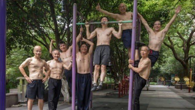 Tubuh Berotot 7 Pria Ini Keren Abis, Siapa Sangka Usianya 70 Tahun