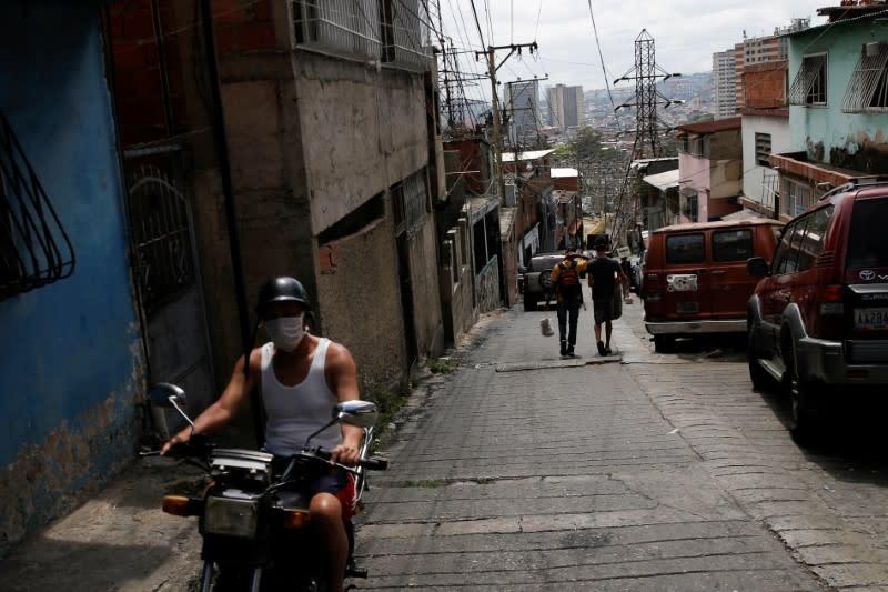 Venezuela lifts coronavirus cases to 42, thanks China for aid