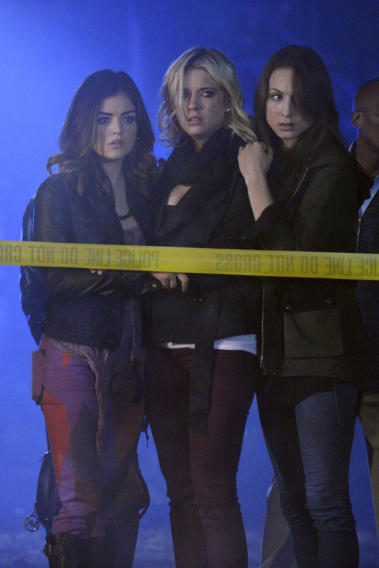 """Pretty Little Liars"" - ""The Lady Killer"": LUCY HALE, ASHLEY BENSON, TROIAN BELLISARIO"