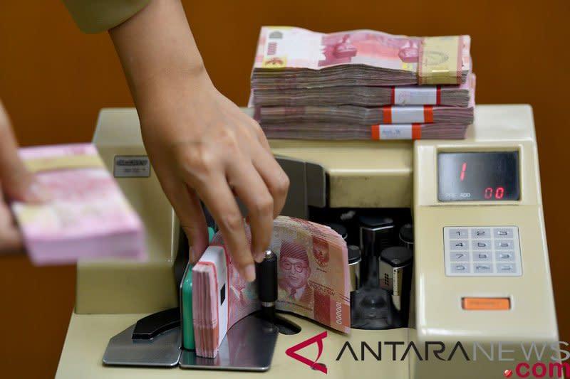 Rupiah ditutup menguat, ditopang surplus neraca perdagangan September