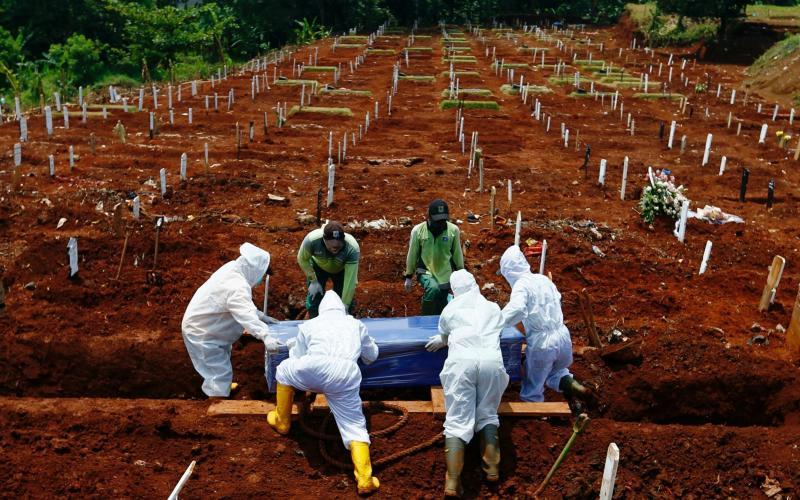 Indonesia graveyard - REUTERS/Ajeng Dinar Ulfiana