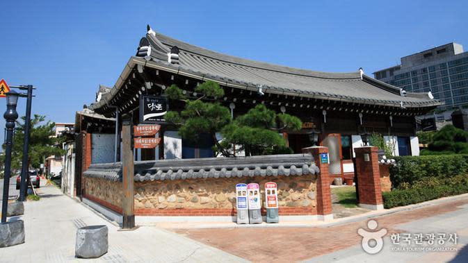 Siap Liburan ke Korea Selatan Tahun Depan? Ini Tempat Wisata Anti Mainstream yang Wajib Dikunjungi (dok. KTO/ https://visitkorea.or.id/gallery/jeonju-hanok-village/Brigitta)