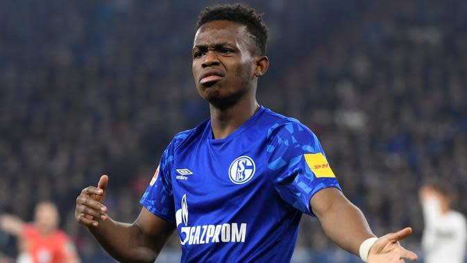 Pemain sayap Schalke 04, Rabbi Matondo, masuk daftar alternatif Manchester United bila gagal dapatkan Jadon Sancho. (AFP/Ina Fassbender)