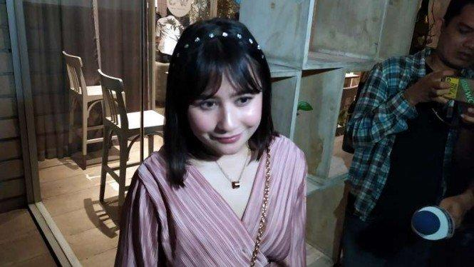 No Make Up Look, Gaya Lebaran Ala Prilly Latuconsina