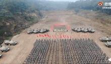又造假?解放軍發布誓師影片 指揮台橫幅打馬賽克挨批「見不得人」