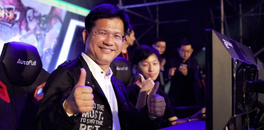 臺中市長林佳龍領軍「官方市府隊」與臺中市台灣人壽成棒隊張泰山帶領的「台壽保隊」決戰。