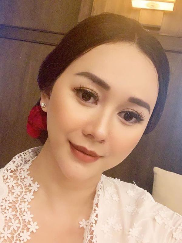 Potret Cantik Aura Kasih Memakai Kabaya saat Bertemu Jokowi (sumber:Instagram/aurakasih)