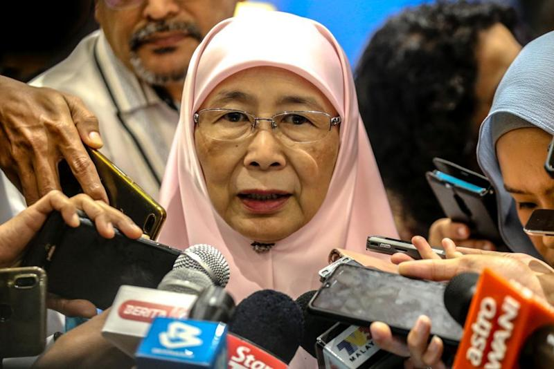 According to a source, Dr Mahathir has designated Datuk Seri Dr Wan Azizah Wan Ismail as an interim prime minister after his PPBM party opted to leave the ruling Pakatan Harapan administration. — Picture by Firdaus Latif