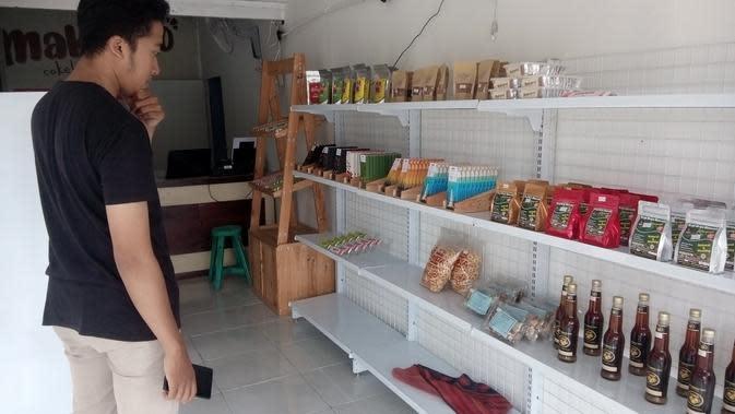 Coklat Makaryo buah tangan dari Kulonprogo dengna berbagai pilihan rasa yang bisa dibawa dari Kulonprogo. Harga mulai dari Rp6 ribu hingga Rp40 ribu. (Foto: Liputan6.com/Yanuar H)