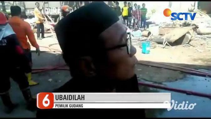 VIDEO: Gudang Rongsokan di Pasuruan Terbakar, 2 Unit Damkar Dikerahkan