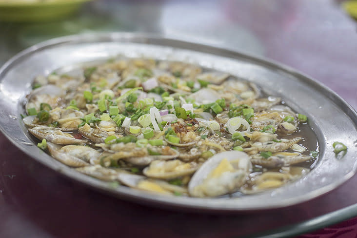 Fresh 'lala' clams require only steaming to retain their sweetness