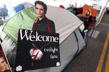 'Twilight' trivia: Camped out fans get tested