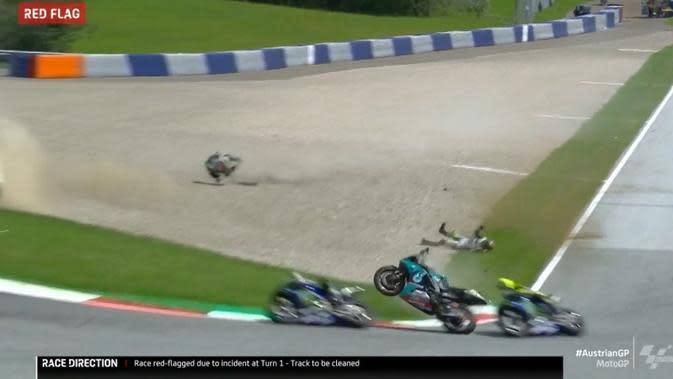 Crash di MotoGP Austria 2020. (Twitter)