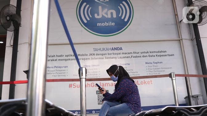 Warga menunggu untuk melakukan pelayanan di Kantor BPJS Kesehatan Cabang Kota Tangerang, Rabu (7/1/2020). Iuran BPJS Kesehatan resmi naik per hari ini untuk kelas I menjadi sebesar Rp150.000 per orang per bulan dan Rp100.000 per orang per bulan untuk kelas II. (Liputan6.com/Angga Yuniar)