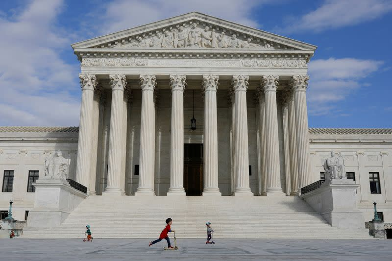 U.S. Supreme Court justices worry about 'chaos' in Electoral College dispute