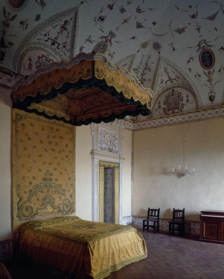 <p>Built as a summer house for Cardinal Fulvio della Corgna in 1575 by renowned Perugian architect Galeazzo Alessi, Villa del Colle del Cardinale is Italian grandeur at its finest, and this bedroom, with its vaulted ceilings and decorative painting, is no exception. The <em>lit à la duchesse</em><em> </em>canopy bed stretches to unfathomably chic heights.<em></em> </p>