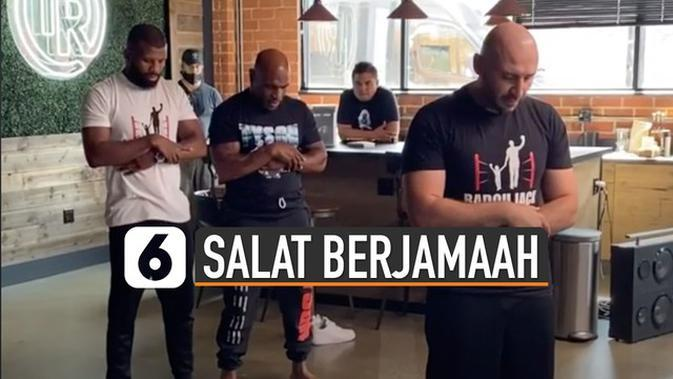 VIDEO: Viral Mike Tyson Salat Berjamaah