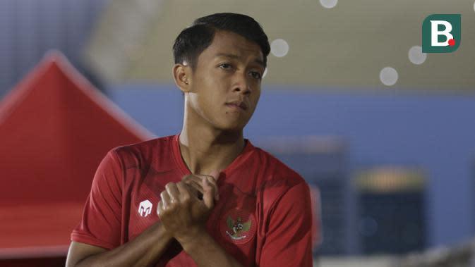 Pemain Timnas Indonesia, Febri Hariyadi, saat latihan di Stadion Madya, Jakarta, Kamis, (20/2/2020). Para pemain timnas membuka sesi latihan kali ini dengan santai dan ceria. (Bola.com/M Iqbal Ichsan)
