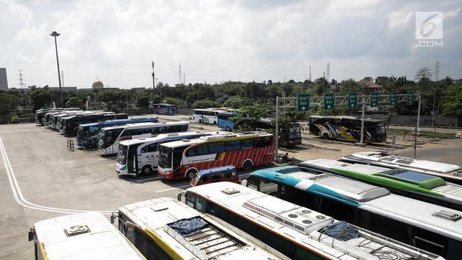 Ilustrasi angkutan bus.. (Liputan6.com/Faizal Fanani)
