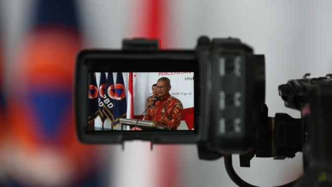 Juru Bicara Penanganan COVID-19 di Indonesia, Achmad Yurianto saat konferensi pers Corona secara Live di Graha BNPB, Jakarta, Sabtu (5/4/2020). (Dok Badan Nasional Penanggulangan Bencana/BNPB)