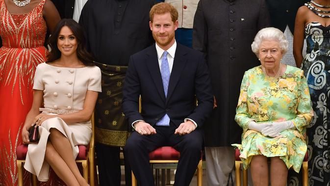 Meghan Markle, Pangeran Harry, dan Ratu Elizabeth (Foto: John Stillwell / POOL / AFP)