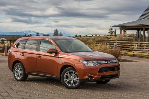 Mitsubishi Outlander, a crossover in search of identity: Motoramic Drives