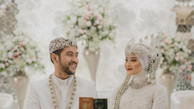 Potret mesra Sabrina Salsabila dan Adhiguna Sosiawan. (Sumber: Instagram/sabrinasosiawan)