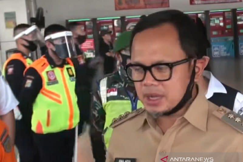 Penumpang KRL menumpuk, kantor di Jakarta diusulkan buat jadwal shift